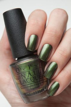 OPI LACA DE UÑAS C18 GREEN ON THE RUNAWAY 15 ML
